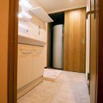 洗面室。洗面化粧台や防水パン新規交換済み、(内装)