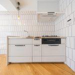 システムキッチン新規交換済み、三口コンロで効率よくお料理ができます(キッチン)