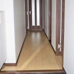 大理石調のタイルがおしゃれな玄関。(玄関)