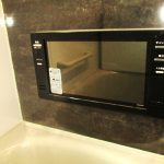 浴室にはTVモニターが付いています。ゆっくりお風呂に浸かりながらテレビが見られます(風呂)