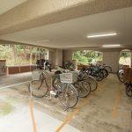 駐輪場は一階にあり、強い雨の日も安心!