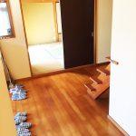 玄関のすぐ横が和室です(玄関)
