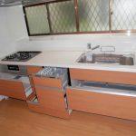 スライド式のシステムキッチン、ビルドインの食洗機付きで洗い物ラクチンです!(キッチン)