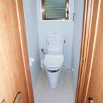 ウォシュレット付きトイレに新規交換、窓もあり換気できます